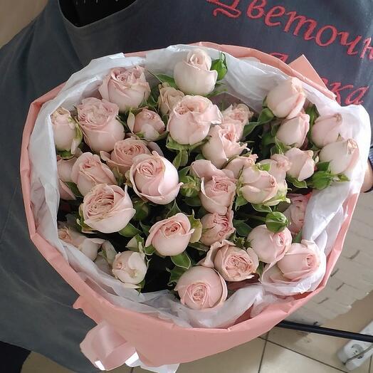 Delicate bouquet of bush roses