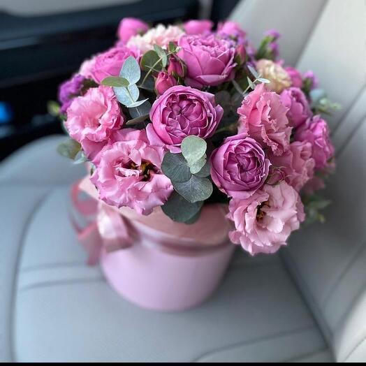 Комплимент с пионовидными розами и эустомой