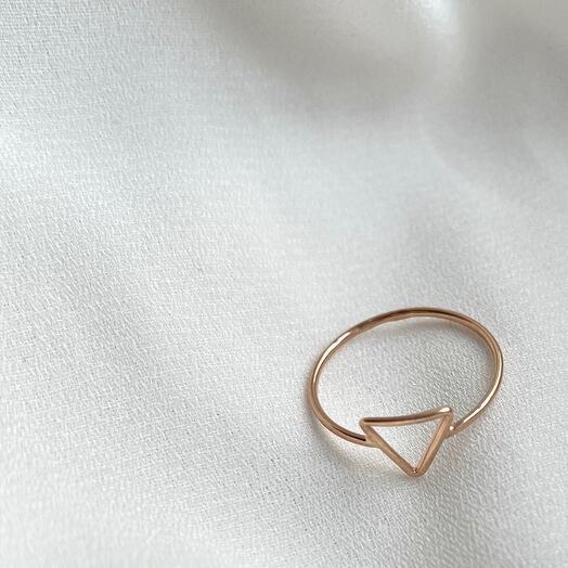 Кольцо-треугольник из золота