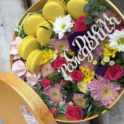 Солнечное настроение с макаронс: букеты цветов на заказ Flowwow