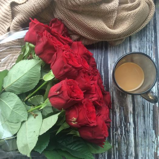 Букет из 25 красных голландских роз 50 см: букеты цветов на заказ Flowwow