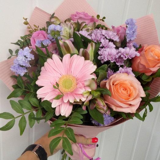 Сборный букет из свежих цветов