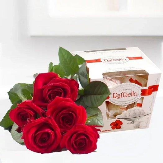 Набор 5 красных роз и Рафаэлло 150 гр