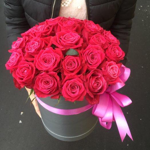 Коробка роскошными розами