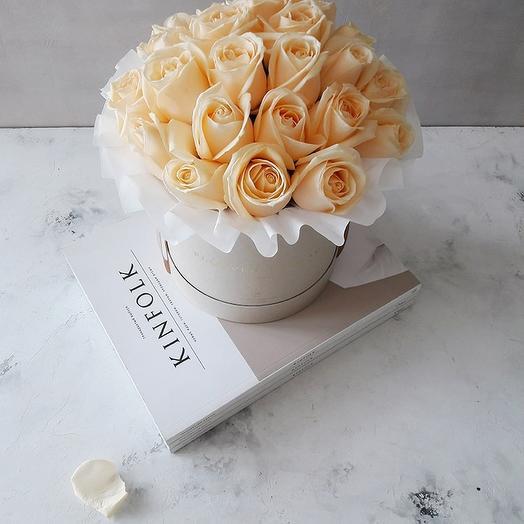 Розы Аваланж Пич в коробке: букеты цветов на заказ Flowwow