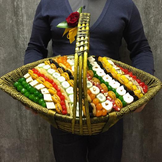 Корзина сухофруктов лодка желтая 62 см: букеты цветов на заказ Flowwow