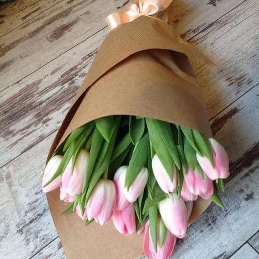 11 тюльпанов в крафте: букеты цветов на заказ Flowwow