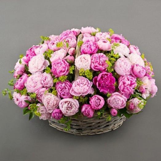 101 пион в корзине: букеты цветов на заказ Flowwow