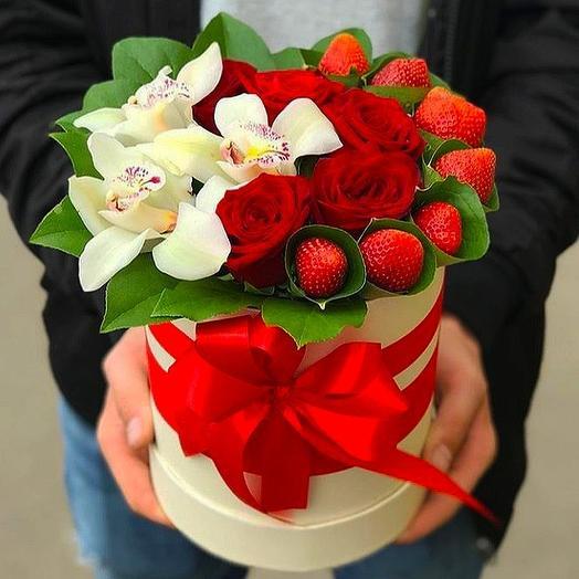 Коробка с клубникой Очарование: букеты цветов на заказ Flowwow