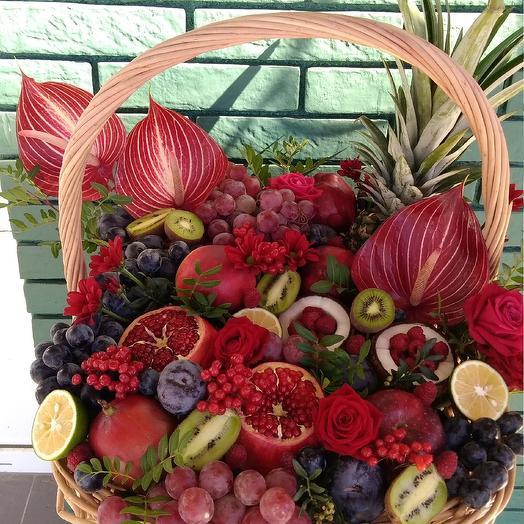Шикарная огромная фруктовая корзина