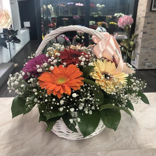 Корзинка с герберами: букеты цветов на заказ Flowwow