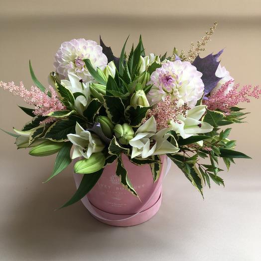 Шикарный букет в шляпной коробке: букеты цветов на заказ Flowwow