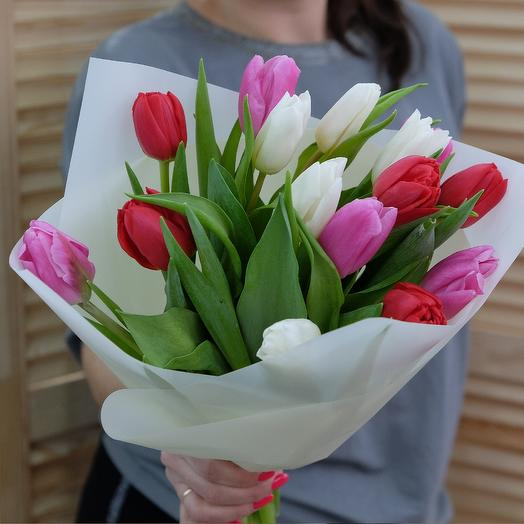 15 нежных тюльпанов