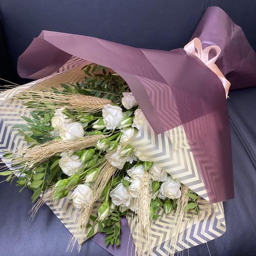 Микс из кустовых роз  и сухоцветов: букеты цветов на заказ Flowwow