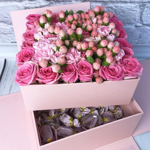 Коробка с цветами и конфетами «Amor»: букеты цветов на заказ Flowwow
