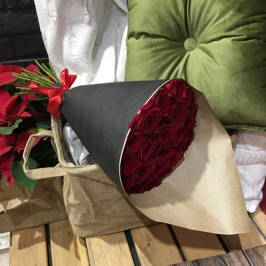Букет из роз в дизайнеском крафте