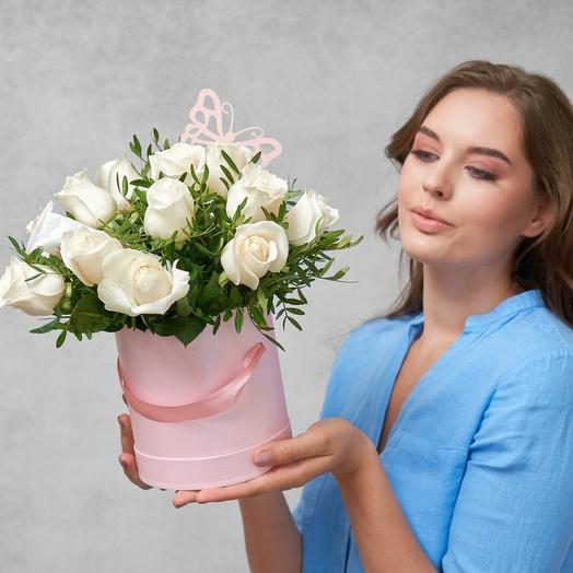 Коробка с белыми розами 0071