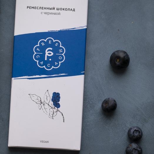Крафтовый натуральный шоколад с черникой