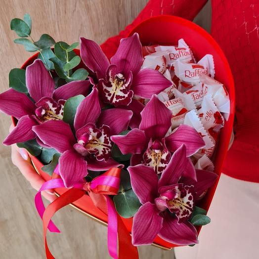 Сердце с орхидеями