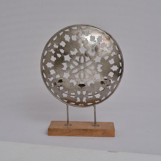 Металлический резной подсвечник на три свечи на деревянной подставке (латунь)(никель) (Цвет-Никель)