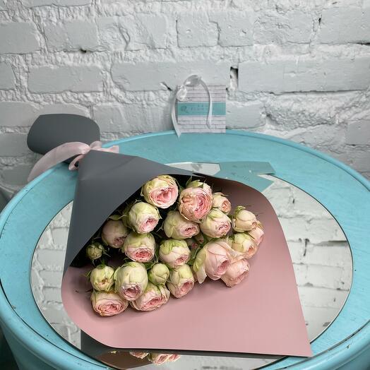 9 кустовых пионовидных роз