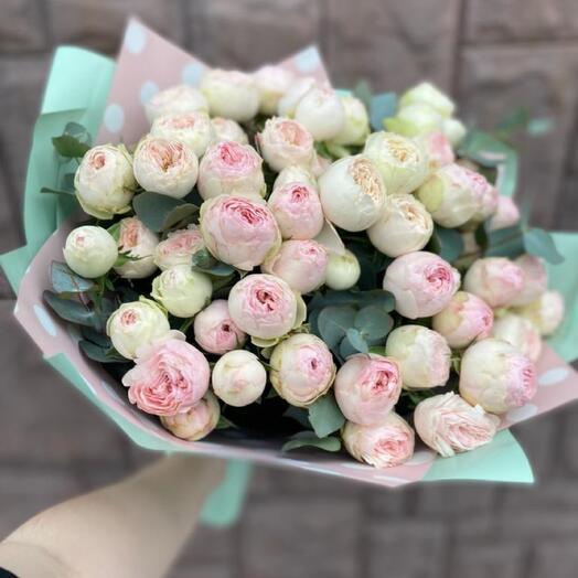 Букет с кустовыми пионовидными розами