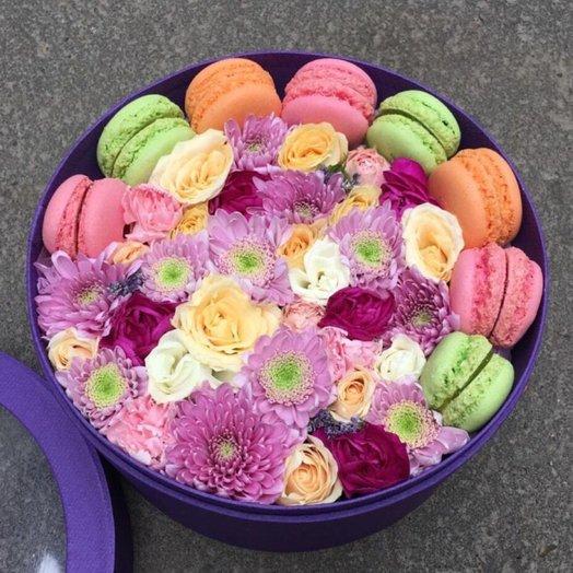 Цветочная коробочка с печеньем макарунс