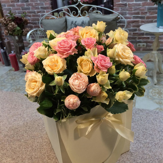 Нежный микс из кустовых роз: букеты цветов на заказ Flowwow
