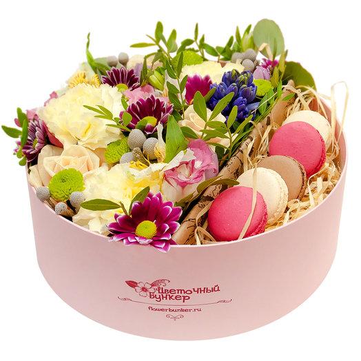 Цветы в коробке с макарони Розовое золото: букеты цветов на заказ Flowwow