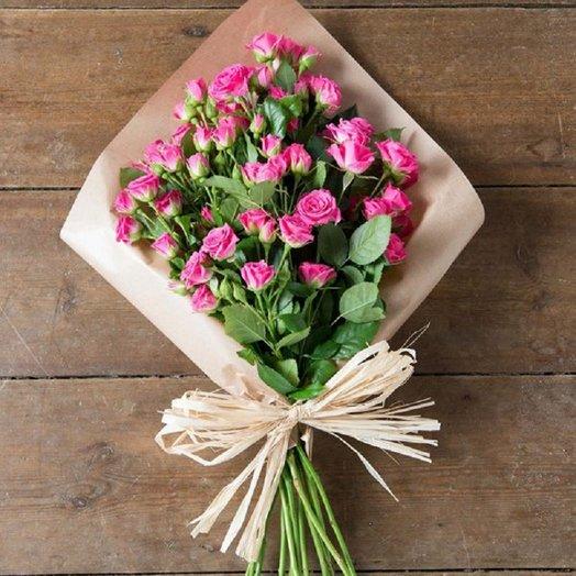 Букет из ярко-розовых кустовых роз