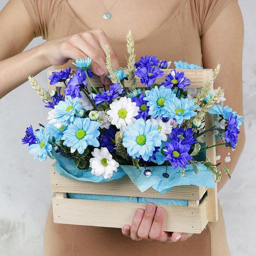 Композиция из хризантем и пшеницы в деревянном ящике: букеты цветов на заказ Flowwow