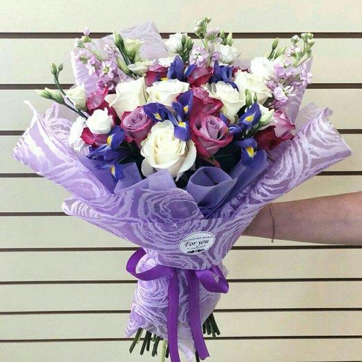 Яркий букет в корейской упаковке: букеты цветов на заказ Flowwow