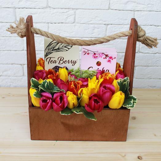 Подарочный ящик с цветами: букеты цветов на заказ Flowwow
