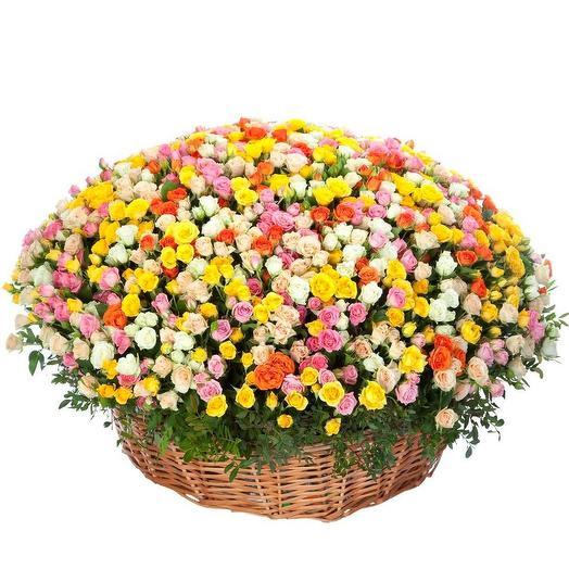 Корзина кустовых  роз: букеты цветов на заказ Flowwow