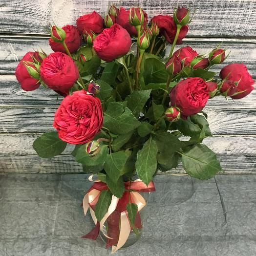 11 пионовидных красных кустовых роз: букеты цветов на заказ Flowwow