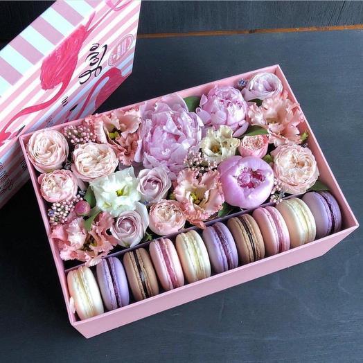 Коробочка с макарунс: букеты цветов на заказ Flowwow