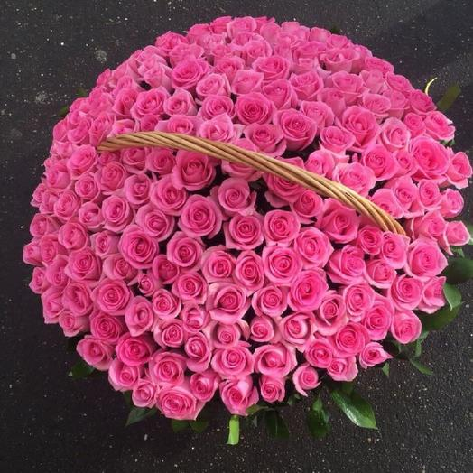 151 розовая роза в корзине: букеты цветов на заказ Flowwow