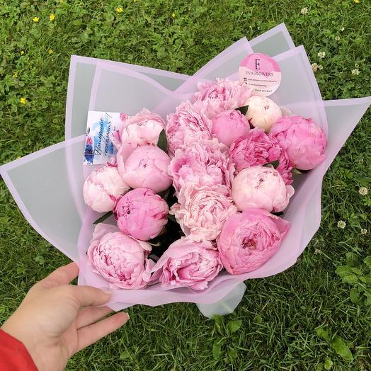 15 пышных пионов: букеты цветов на заказ Flowwow