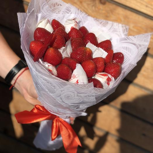 A bouquet of strawberries and Raffaello