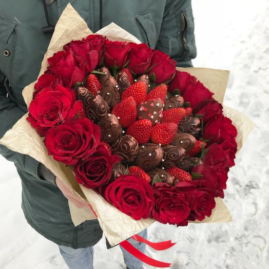 Букет из клубники с 19 розами: букеты цветов на заказ Flowwow