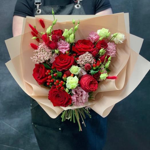 Букет с розами «Алый закат»: букеты цветов на заказ Flowwow
