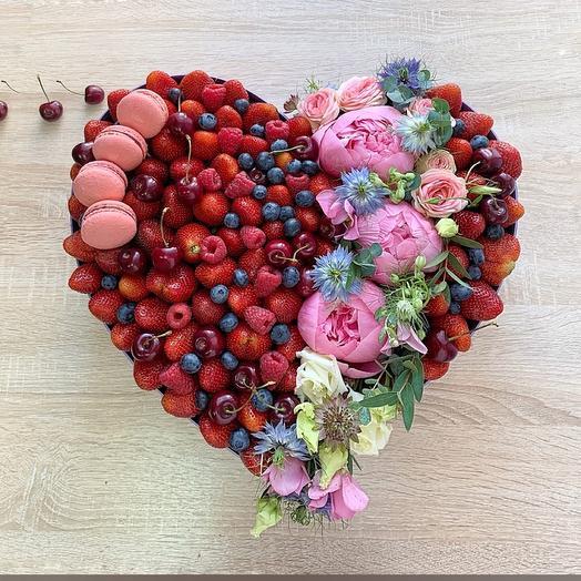 Сердце с ягодами