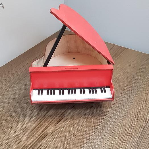 Пианино красное