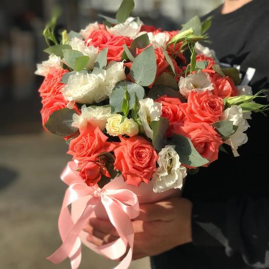 Розы и эустома с эвкалиптом