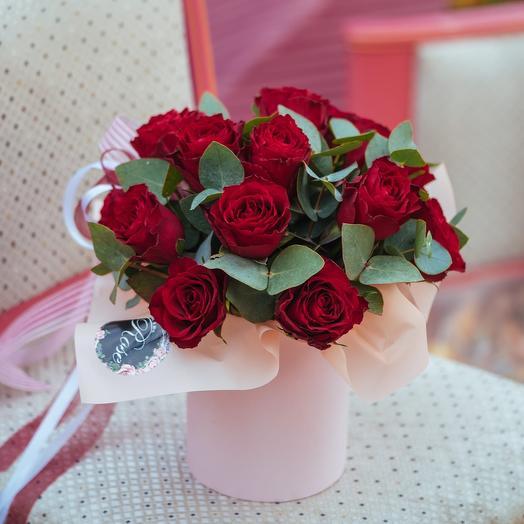 Композиция из пятнадцати Кенийских красных роз