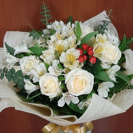 Букет с белым розами