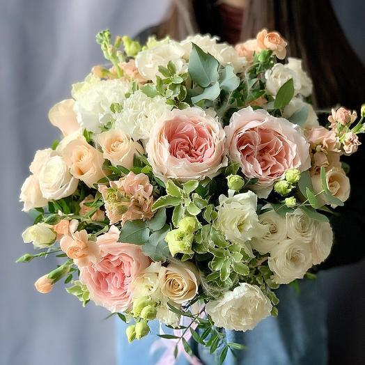 Роскошный букет с пионовидной розой