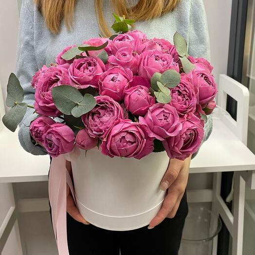 Пионовидные розы в корбке