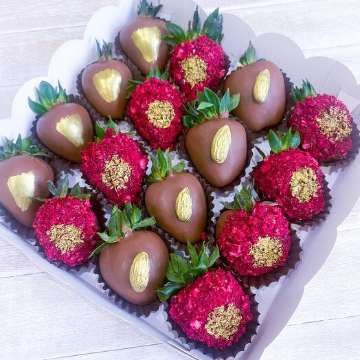 Клубника в шоколаде «Красный бархат»