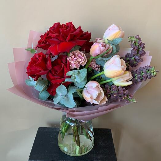 Букет «красный бархат» с тюльпанами и фритилярией